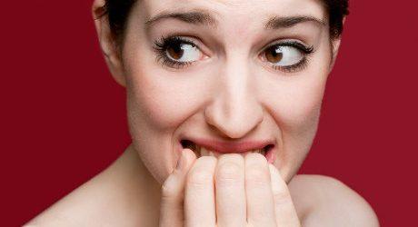 Kebiasaan Menggigiti Kuku Saat Gugup? Hati-hati, Ini Efeknya Bagi Gigi