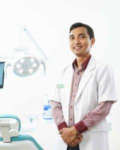 Drg. Edmond Apriza